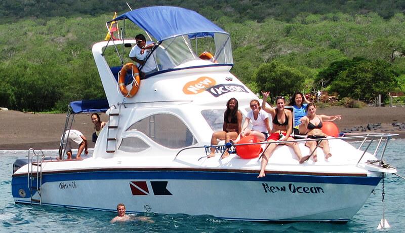 lancha new ocean con turistas